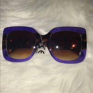 Accessories - Oversized sunglasses